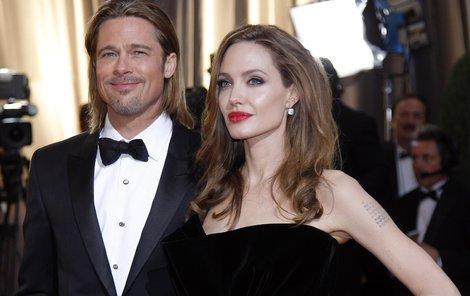 Angelina Jolie po boku partnera Brada Pitta.