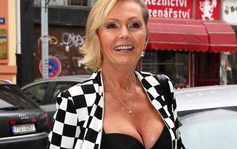 Helena Vondráčková dostala k letošním narozeninám roli v seriálu Gympl.