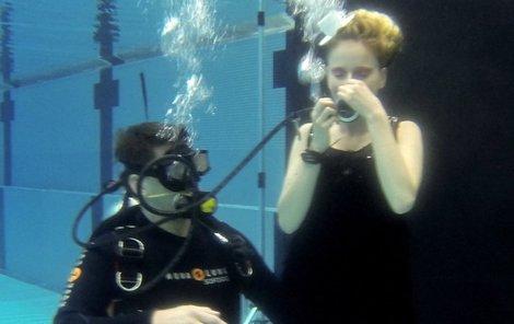 U focení asistoval potápěč Martin Charvát.