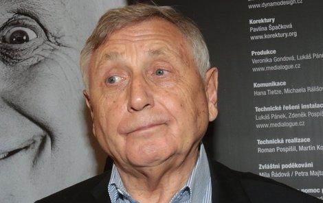 Jiří Menzel trpí syndromem neklidných nohou.