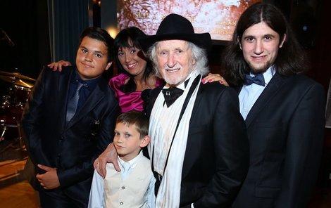 Juraj Jakubisko se svou rodinou.