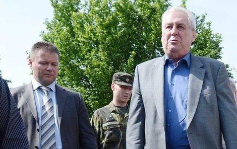 Prezident přišel povzbudit obyvatele zatopených Lahoviček.