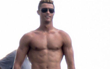 2013: Ronaldo na dovolené v Miami ukázal vyrýsované tělo.