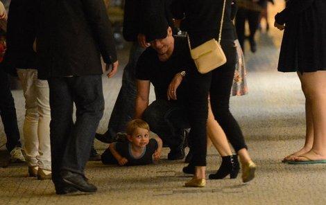 Travolta musel krotit syna, když se nudil a dělal psí kusy.