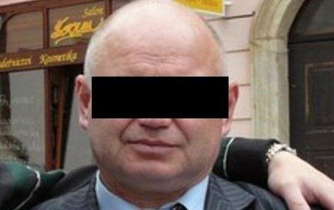 Miroslav B. uškrtil svou manželku