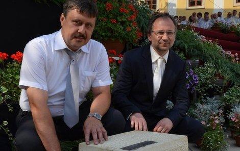 Zakladatelé Spolku pro zbudování kaple – Pavel Maček (47, vlevo) a Josef Kořenek (44).