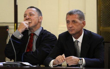 Kmotr Janoušek se svým právníkem Vítem Širokým.
