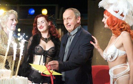 Burleskní tanečnice a zpěv Věry Špinarové vyčarovaly na Krausově tváři potutelný úsměv.