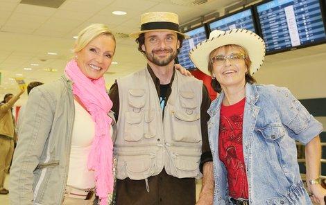 Helena Vondráčková přivítala Matuškovi na letišti.