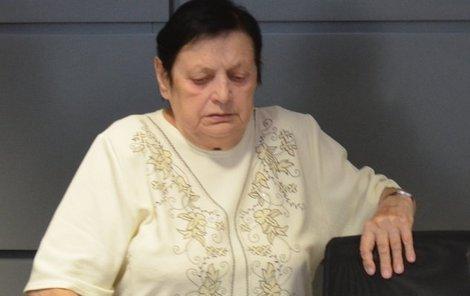 Jiřina Petřeková u soudu.