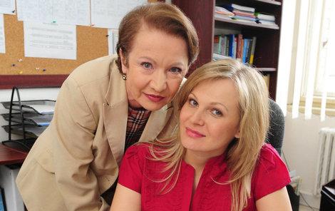 Hana Maciuchová a Michaela Badinková v seriálu Ulice.