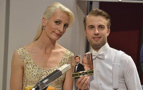 Anna překvapila hlavně změnou vzhledu. Je z ní blondýna.