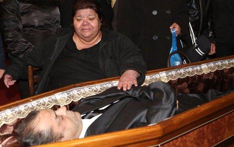 Zpěvačka Věra Bílá pohřbívala manžela.