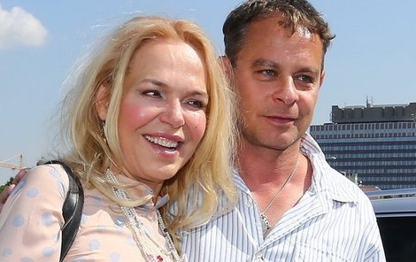 Hlavní hvězdu Sanitky Dagmar Havlovou Renč hýčkal nejen během natáčení, ale i po něm.
