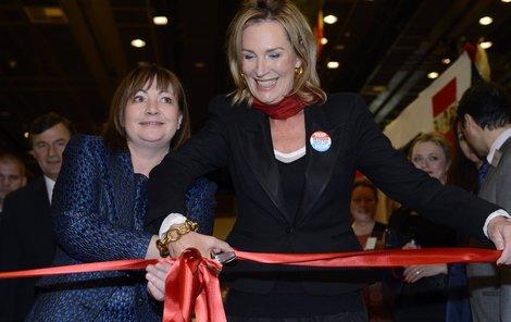 Ivana Zemanová zahajuje charitu.