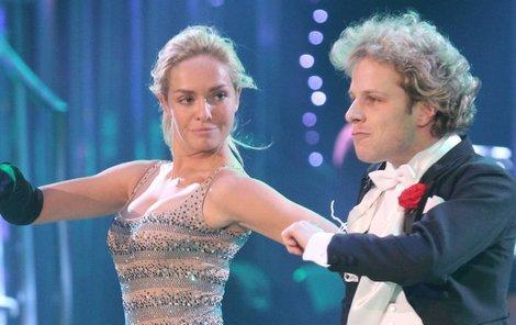 Táňa s tanečním partnerem Janem Onderem patří k favoritům soutěže.