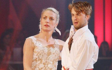 Herečka při tanci trápí tanečníka Michala Kurtiše.