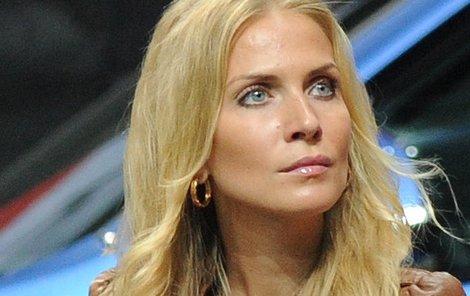 Michaela Ochotská byla dosud zvyklá cestovat se svým milým Lukášem Rosolem po celém světě. S tím je teď konec!