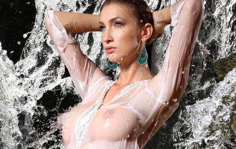 Dominika Mesárošová si myslí, že ženy s větším poprsím si užívají častěji.