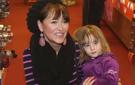 Petra Černocká  s malou vnučkou Olivií Coco.