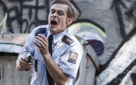 Herec Jan Plouhar hrál postřeleného policistu jménem Hrabě.