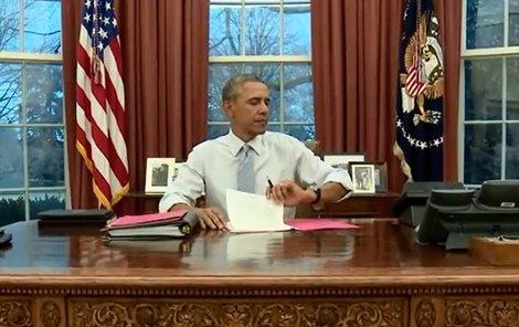 Barrack Obama z Bílého domu zmizel vrtulníkem.