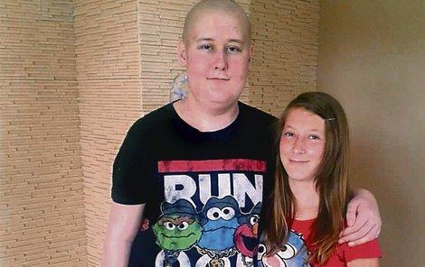 Michalovi (16) je velkou oporou sestra Kája (14).