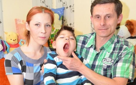 Rodině svitla naděje na vysněnou léčbu malého Erika na Slovensku.