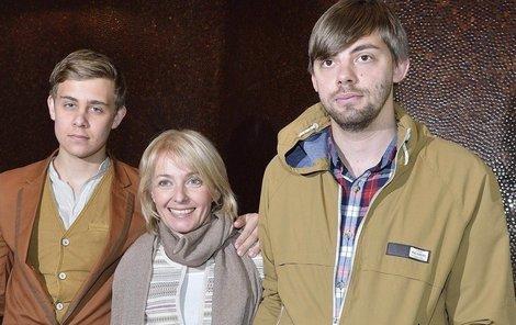 Veronika Žilková vypadala mezi syny Vincentem a Cyrilem (vpravo) jako jejich ségra.