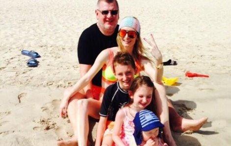 Rittig s dětmi na pláži.