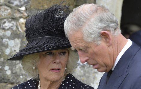 Šokovaná Camilla se svým manželem princem Charlesem