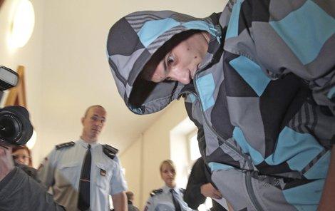 Obviněný mladík se snažil přesvědčit soud, aby zůstal na svobodě. Nepovedlo se mu to.
