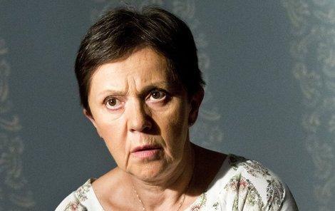 Lenku Termerovou zradil její seriálový bratr.
