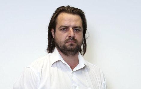 Zdeněk Macura se rozhodl postavit paletové azylové domky.
