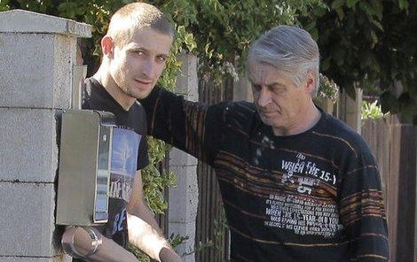 8.6. 16:50 hod Mladý Rychtář nechal přítelkyni doma a k otci jel se synkem sám.