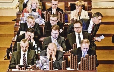 Důchodci ostrouhají, a politici si mohou mnout ruce. A není to poprvé...