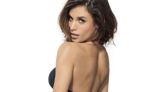 Elisabetta se může pyšnit nádhernými křivkami. Díky své kráse našla uplatnění v modelingu.