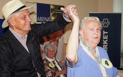 Paní Jiřina si tanec s hercem užívala