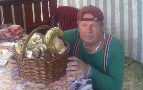Karel Dvořák donesl o víkendu z lesa plný košík.
