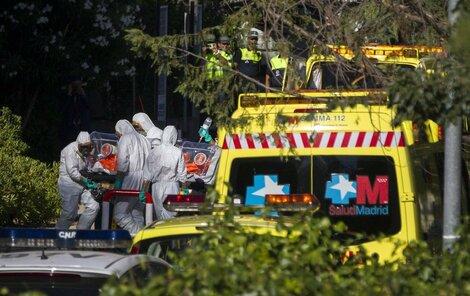Ebola děsí celý svět. První případ je už i v Evropě.