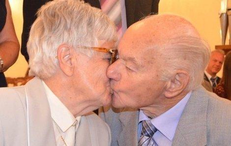 Nechybělo ani druhé »novomanželské« políbení.