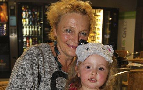 Tahle princezna s kočičkou na hlavě je nejmladší vnučka Rázlové.