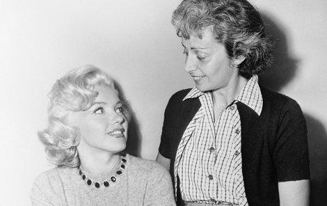 Marilyn se svou milenkou Natashou, která zemřela v roce 1964.
