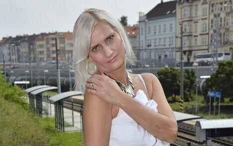 Šuleková je expřítelkyně Zdeňka Macury, kamarádka Martucciho a důvěrkyně Rychtáře.