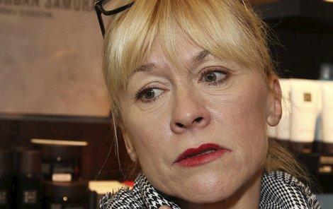 Nová práce Dany Batulkové v seriálu Ohnivý kuře musel schválit její syn.