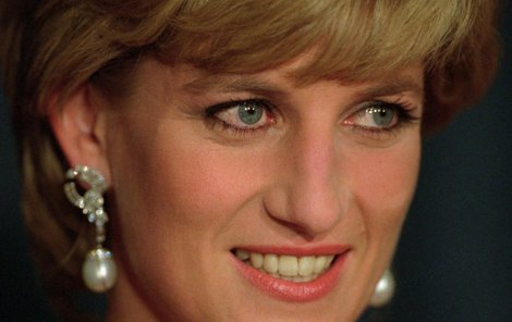 Princezna Diana zemřela po boku svého milence Dodiho Al-Fayeda.