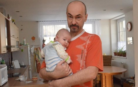 Milan Stratil se bál, že se narození syna Matyáše nedožije. Teď budou slavit narozeniny spolu.