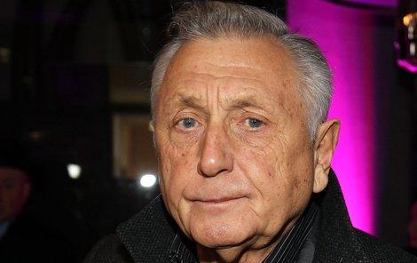 Jiří Menzel vyrazil do společnosti s dcerami, které jsou podobné svému otci Brabcovi.