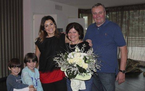 Maminka Aleny Šeredové přijela do Turína oslavit 60. narozeniny.