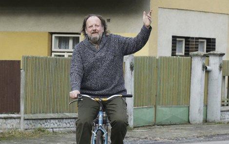 Na novém kole jezdí moc rád.